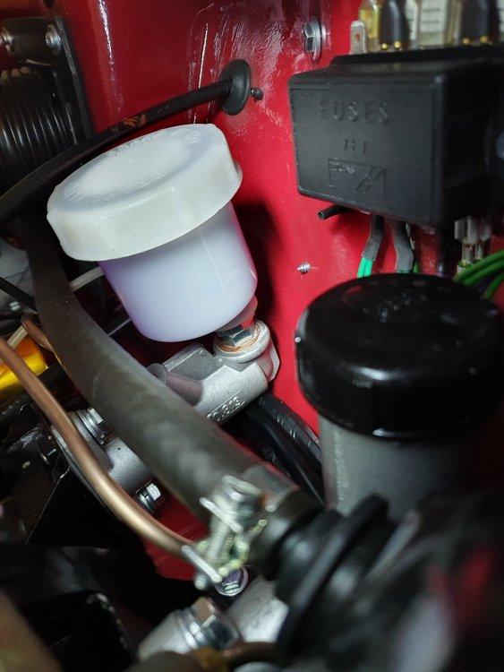 brake master rd reservoir.jpg